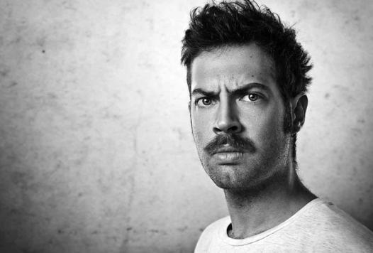 avoir une moustache