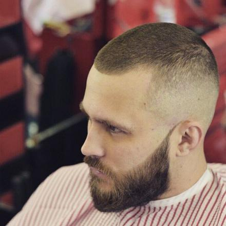 barbe cheveux court