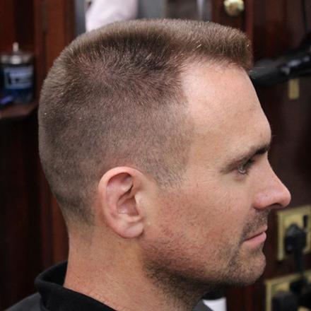 coupe de cheveux brosse