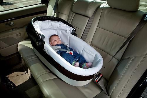 nacelle bébé voiture interdit