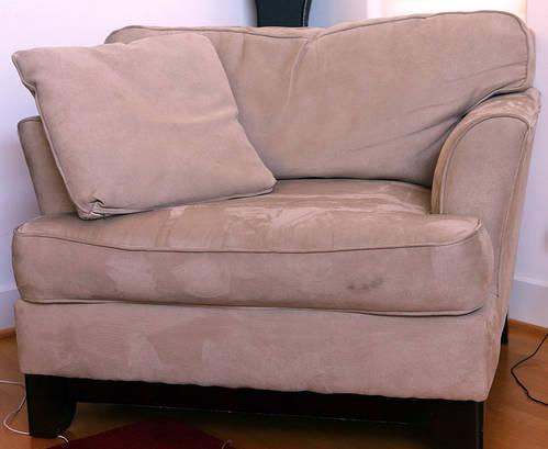 nettoyer un fauteuil en velours