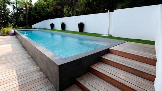 piscine hors sol noir