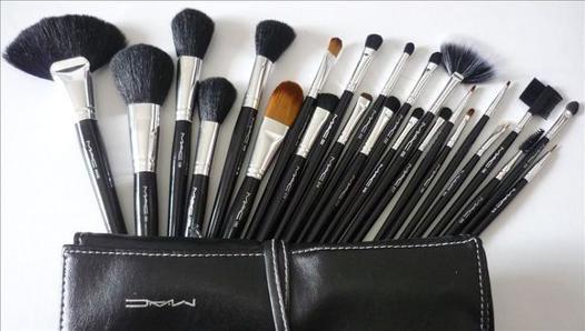set de pinceaux maquillage mac