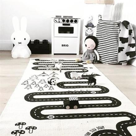 tapis enfant noir et blanc