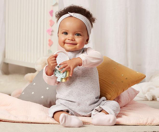 bebe fille de 6 mois