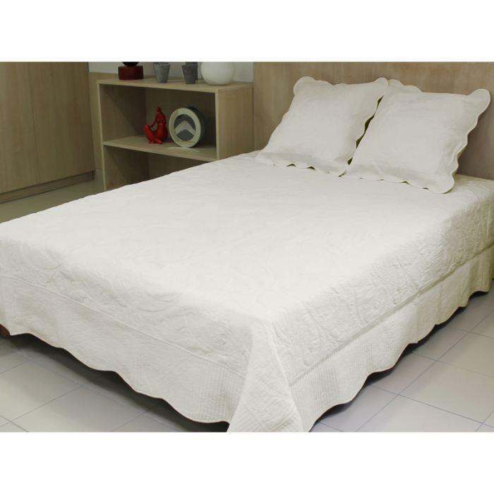 couvre lit en boutis