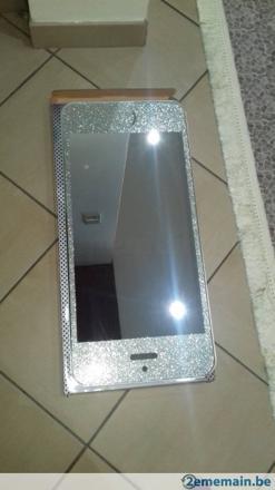 miroir en forme d'iphone
