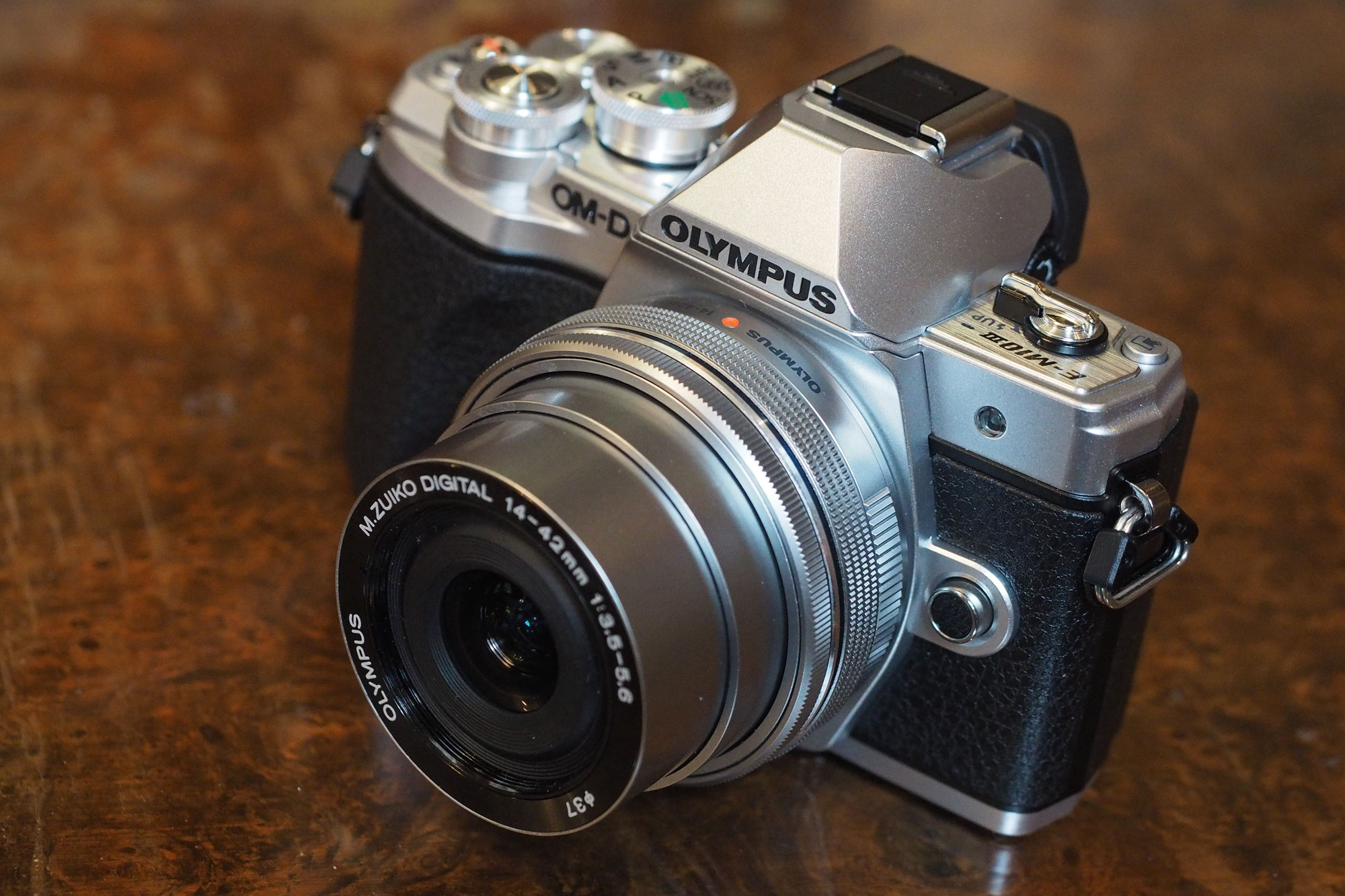 objectif compatible olympus om d e m10