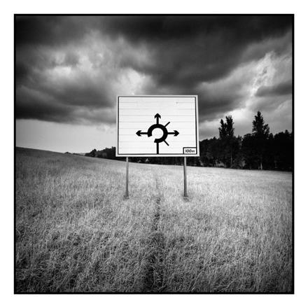 panneau noir et blanc