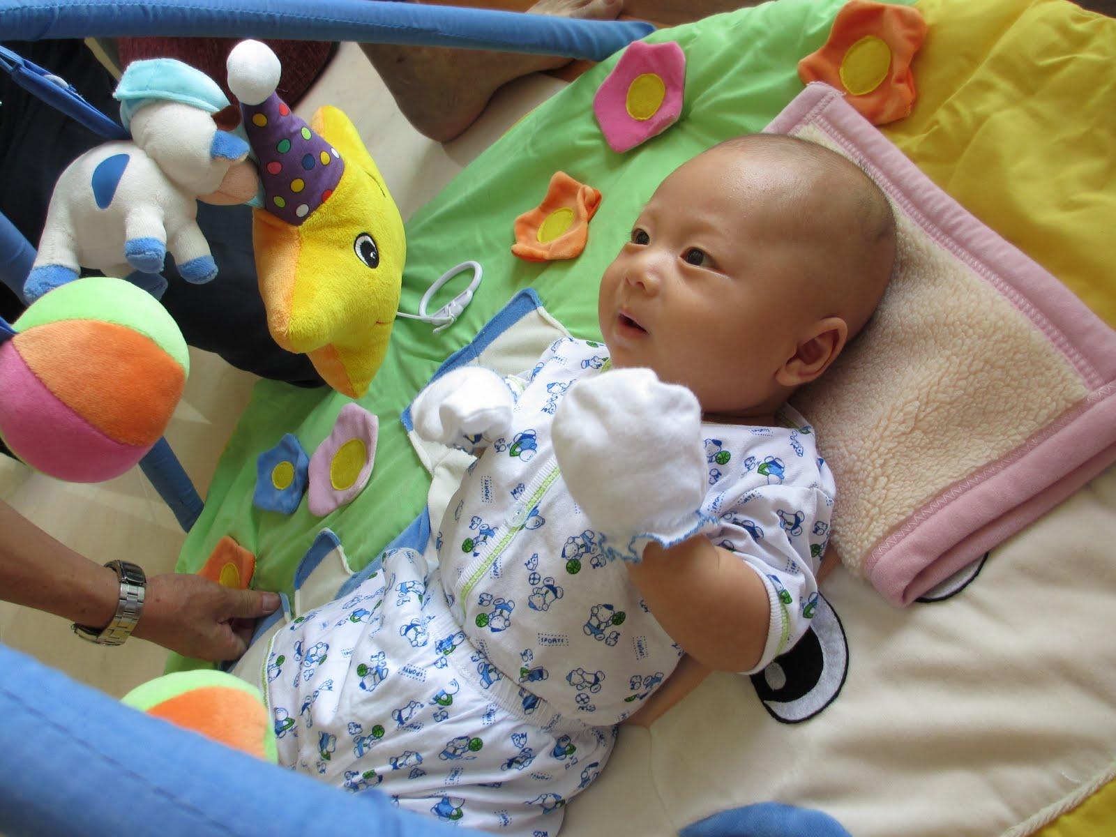temps d'éveil bébé 1 mois